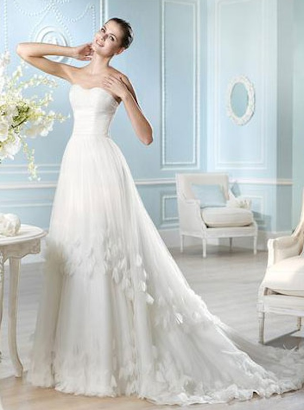 Shop Sales Wedding Dresses Five Tips for Finding the Perfect Last Minute Wedding Dress on a Budget