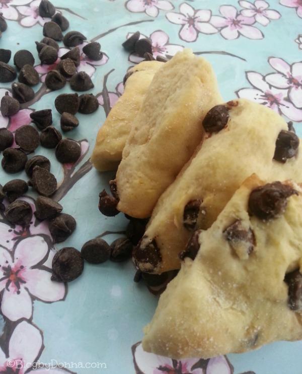 Chocolate Scones Recipe for Valentine's Day via Blog by Donna http://blogbydonna.com