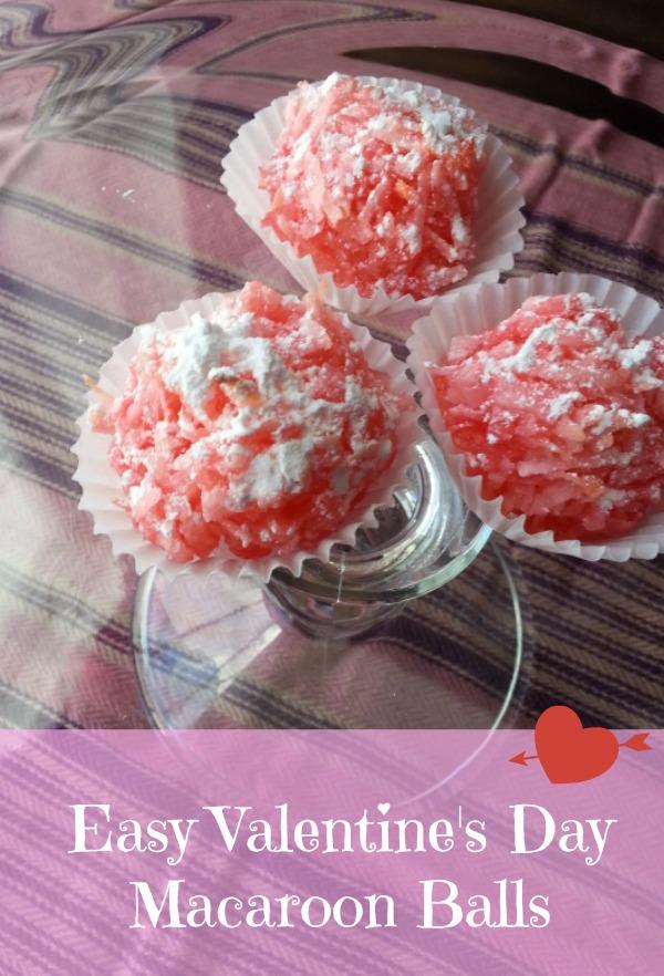 Easy Valentine's Day Macaroon Balls Recipe #recipe http://blogbydonna.com