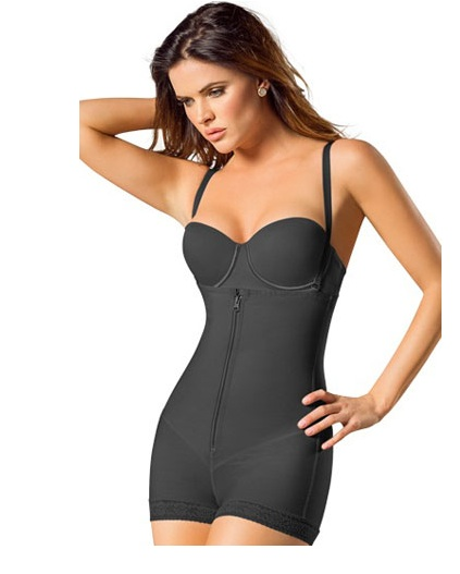 5 reasons all women should wear shapewear