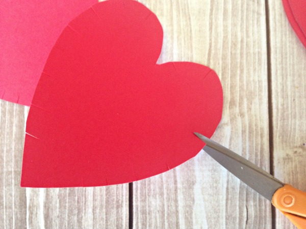 String HEART Craft Tutorial 3 Cut little snips on heart