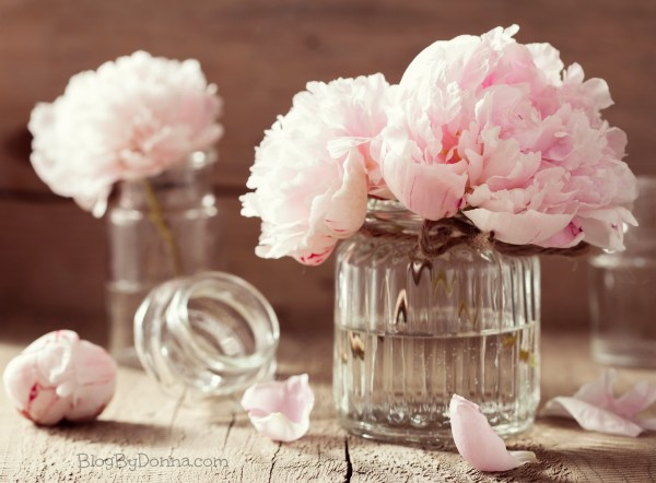 Ways to save money on your wedding flowers.