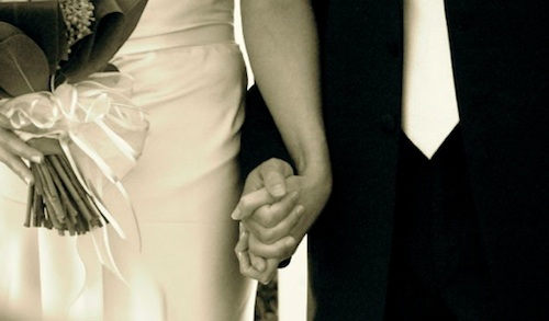 Wedding day holding hands Img