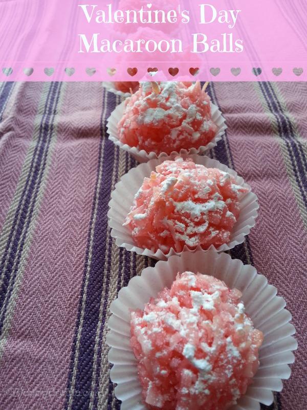Easy, delicious Valentine's Day Macaroon Balls Recipe via https://blogbydonna.com