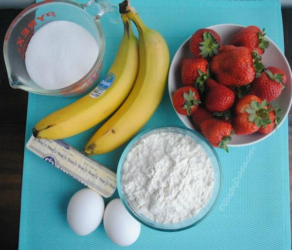strawberry banana crumb muffins