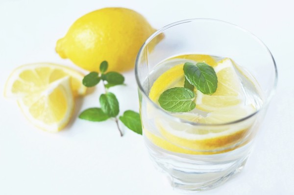 water with lemon and peppermint filtered water