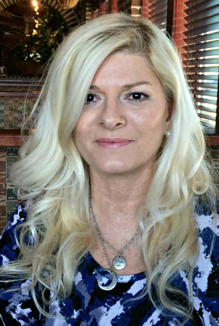 Donna Chaffins professional blogger headshot