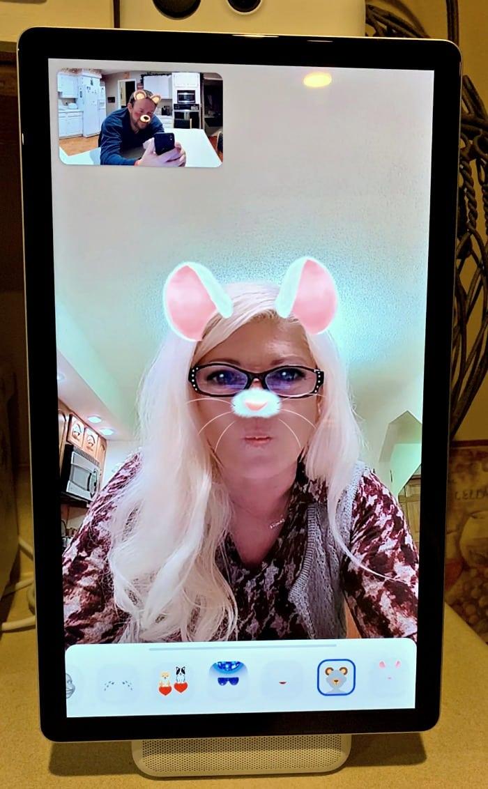 Facebook Portal at moms Filter connecting