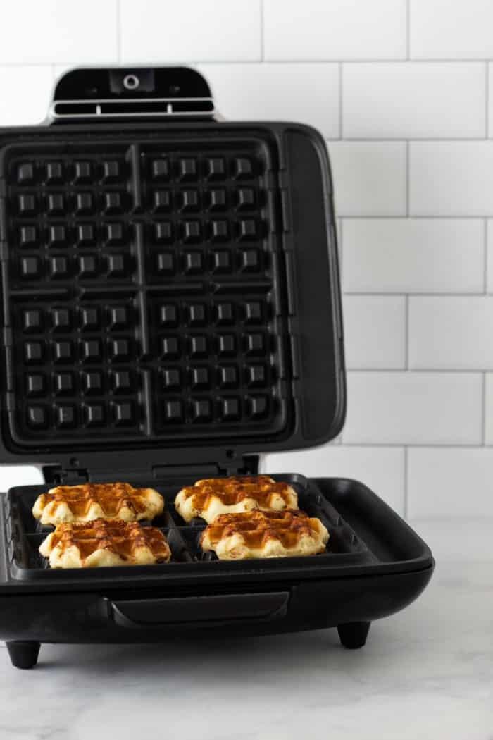 cinnamom roll waffles